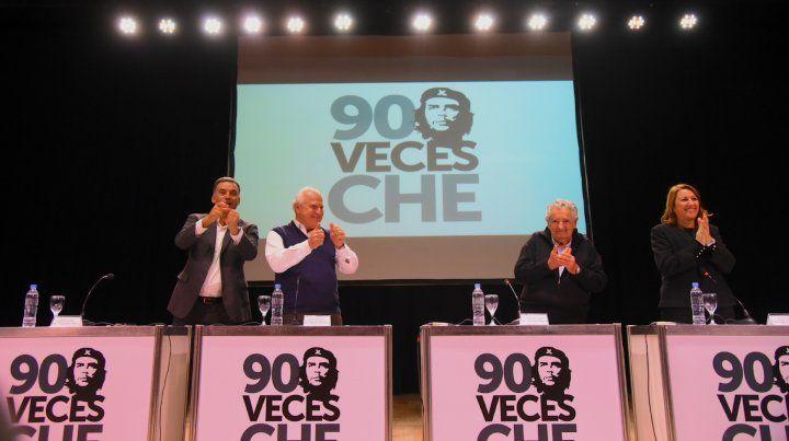 Pepe Mujica en Rosario: El Che Guevara no está en la foto sino en el ejemplo