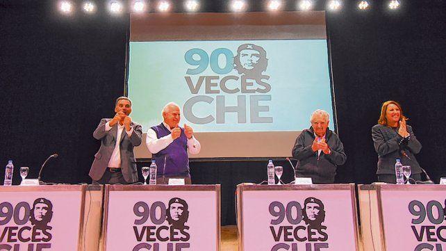 El uruguayo disertó en la charla Los legados del Che