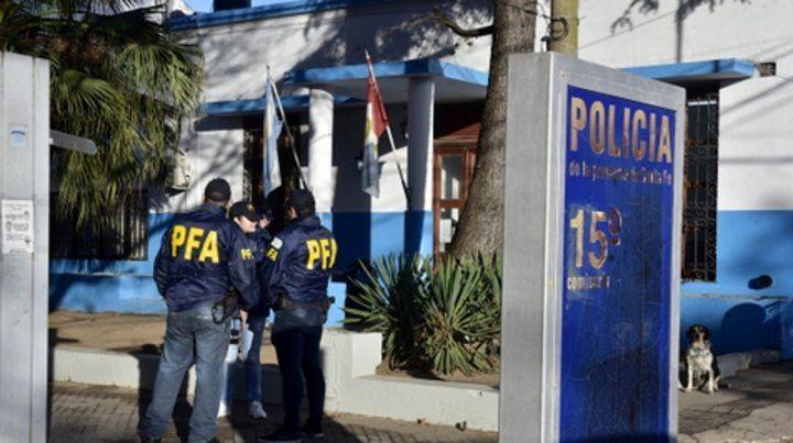 Requisa. Los agentes federales se llevaron de la 15ª los libros de guardia y otra documentación de la causa.