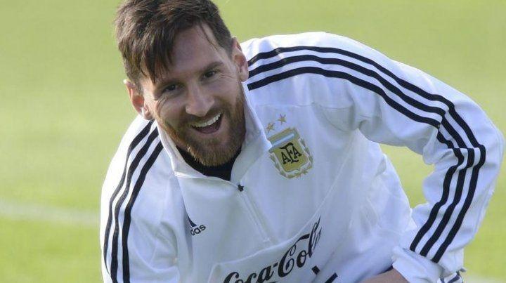 Con la sonrisa a flor de labios. Messi se tiene fe y sabe que por más que tenga cuerda para llegar a Qatar 2022 su Mundial es Rusia.