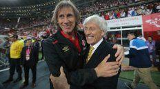 El Tigre y José. Gareca y Pekerman se saludan durante las eliminatorias.