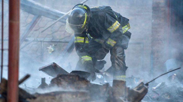 Un chico de 12 años murió al incendiarse una casa humilde en la zona oeste