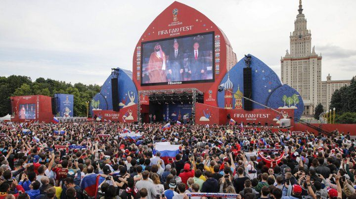 Los rusos festejaron el triunfo de su selección frente a Arabia Saudí
