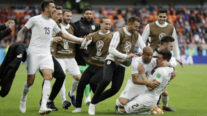 Uruguay logra una victoria agónica en el debut ante Egipto