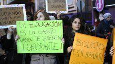 Estudiantes en una marcha realizada en 2016 en reclamo de mejoras para aprender.