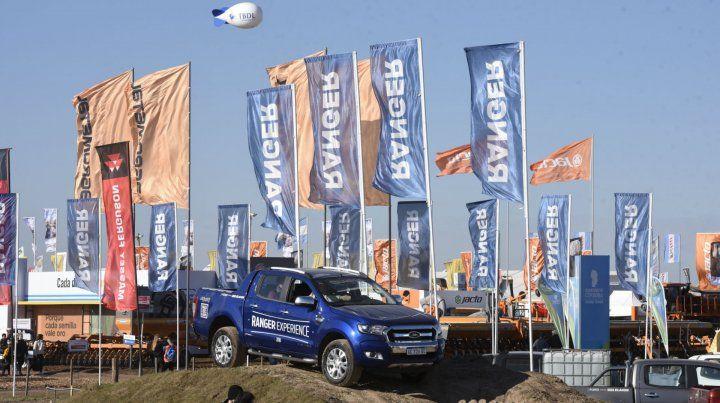 Test drive. Ford también mostró su amplia oferta de pick up.