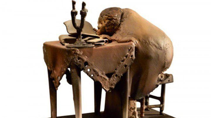 Una de las extrañas esculturas del artista Roberto Rosas.