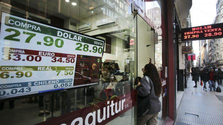 City caliente. El cambio de autoridades en el Banco Central no calmó la sed de dólares.
