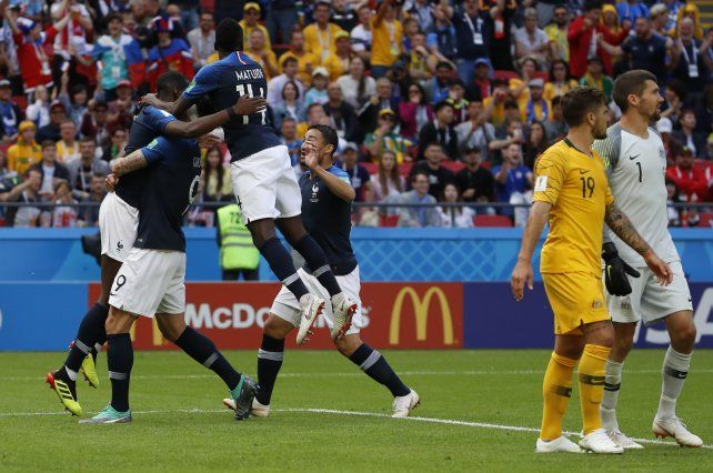 Francia superó a Australia con esfuerzo