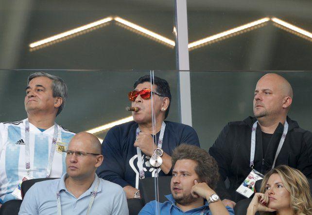 Sigamos alentando, pidió Maradona luego del flojo debut argentino