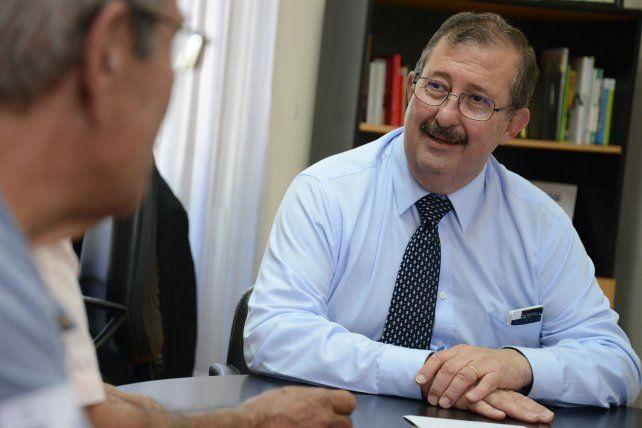Cappiello recorre los barrios de la ciudad buscando apoyos para su candidatura a intendente.