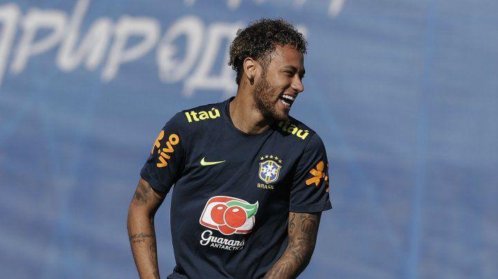 A pura sonrisa. Neymar no está en plenitud física pero igualmente será de la partida.