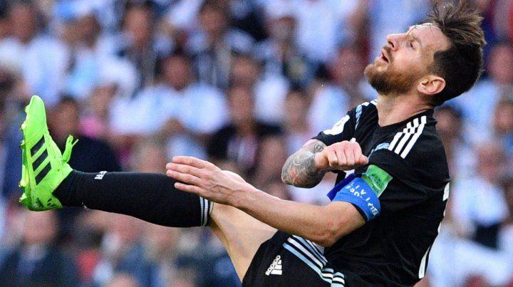 La bronca del rosarino. Messi se fue de muy mal humor tras el empate.