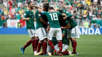 Los jugadores celebran el gol que le dio el triunfo sobre Alemania.