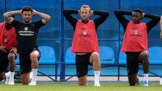 Estrella. Harry Kane(centro) tendrá la responsabilidad de conducir al joven equipo inglés.