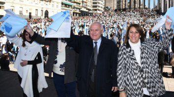 El gobernador Miguel Lifschitz presidió el acto de promesa a la Bandera de los alumnos rosarinos.