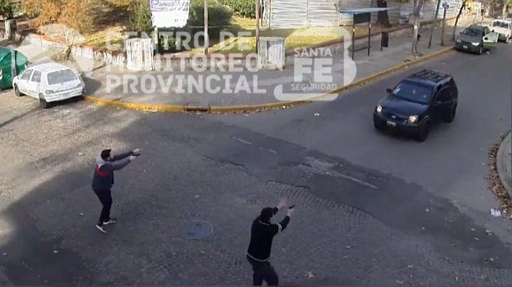 Un video muestra la detención de un hombre con dos kilos de cocaína