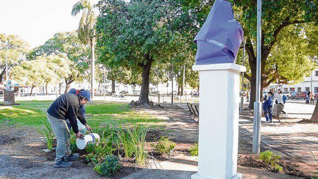 Deuda resuelta. La escultura de Manuel Belgrano será descubierta hoy.