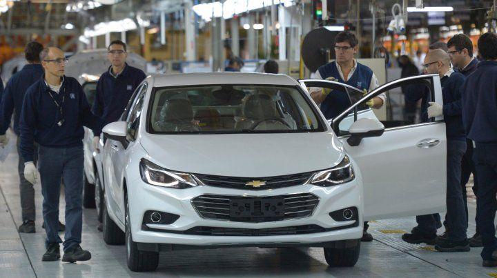 Automotrices negocian con el gobierno un plan exportador