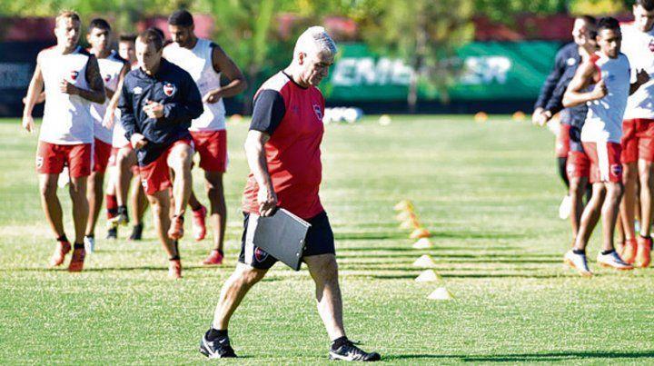 El técnico. De Felippe analizará a todos los jugadores que retornan de otros clubes.