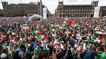 Los méxicanos coparon el Zócalo en el triunfo del Tri. Y ahora llaman a regresar para pedirle disculpas a Osorio.