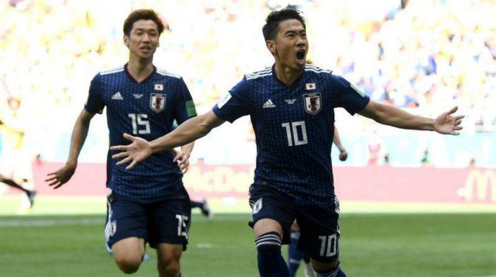 Kagawa festeja el gol de penal para los nipones.
