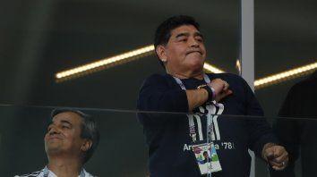 Maradona le apuntó al Kun que no está para jugar 90 minutos