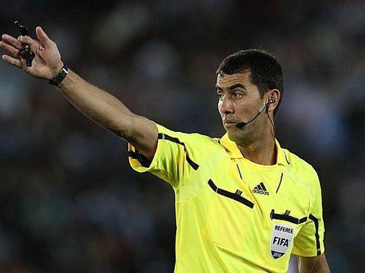 El uzbeko Ravshan Irmatov fue designado por la Fifa para dirigir el jueves a la Argentina.