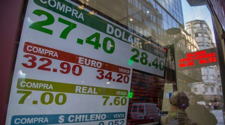 El dólar subió 5 centavos y en Rosario cerró a $28,50 para la venta