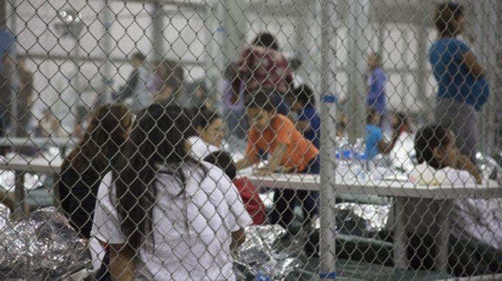 Estupor. Mujeres que cruzan ilegalmente la frontera permanecen detenidas junto a sus hijos en EEUU.