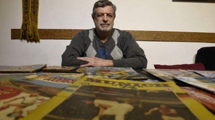 El coleccionista. Julio Rayón tiene en su casa figuritas y álbumes del fútbol argentino desde 1962 a la actualidad.