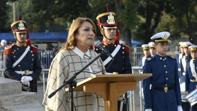 La intendenta brindó un breve discurso desde el Monumento.