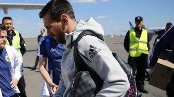 Messi encabeza la delegación que viaja a enfrentar a Croacia