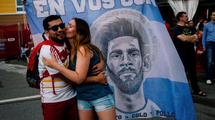 Los videos del recibimiento de los hinchas argentinos al plantel en Nizhni