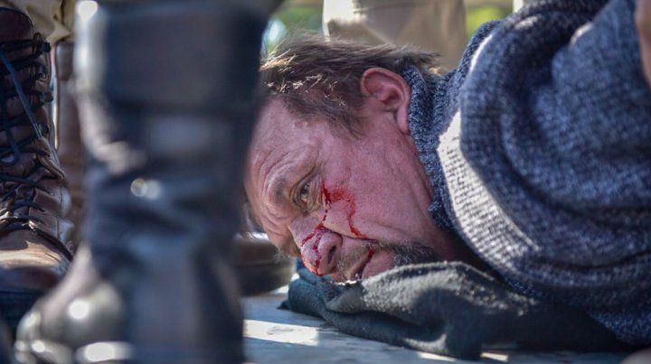 Detuvieron a un hombre que tenía un cuchillo y amenazaba desde un palco del Monumento