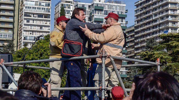 Identifican y dejan detenido al hombre que amenazó en el palco del Monumento
