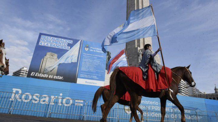 Todas las imágenes del acto en el Monumento a la Bandera