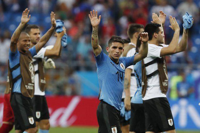 Uruguay ganó 1 a 0 y está en octavos de final