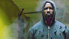 Héroe negro. Mike Colter es Luke Cage, un neoyorquino que adquirió una fuerza sobrehumana.