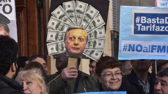Ex ministro. Las pancartas mostraron críticas al ahora ex titular de Energía de la Nación