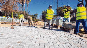 Obras en marcha. La comuna, que duplicó su población en 10 años, apuesta a ser ciudad y para ello pavimenta.