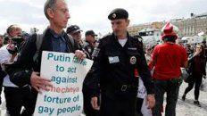 Marche preso. Peter Tatchell fue arrestado cuando denunciaba públicamente que Putin no persigue a quienes torturan a personas homosexuales en Chechenia.