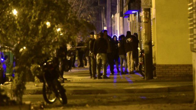 Efectivos policiales en la vivienda del padre del juez Vienna.