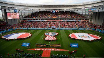 Perú y Francia juegan un partido que puede traer definiciones en el Grupo C