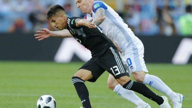 Maximiliano Meza también fue titular frente a Islandia.