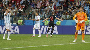 Argentina cae por un error de Caballero