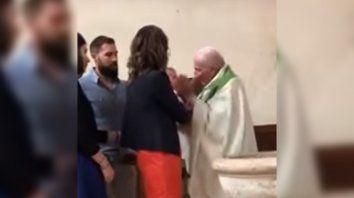Un cura violento abofeteó a un bebé durante su bautismo