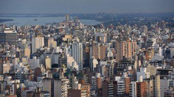 Para arriba. Alquilar un departamento de un dormitorio en el centro de  Rosario ya cuesta $6.500 y uno de dos, se elevó a $9.000 mensuales.