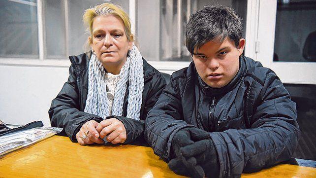 Desesperados. Griselda y su hijo Ignacio ya recibieron la intimación de desalojo.