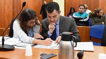 Acusador. El fiscal Florentino Malaponte y su asistente, en el juicio.